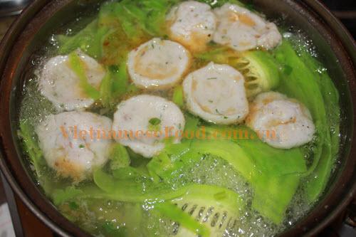 Ghost Knife Fish Hotpot with Bitter Melon Recipe - Lẩu cá thác lác