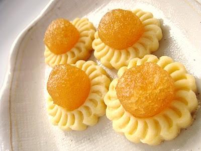 pineapple-tarts-banh-dua