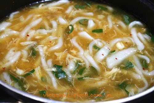 Rice Spaghetti Soup with Crab and Shrimp Recipe (Bánh Canh Tôm Cua)