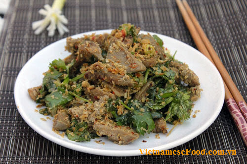 fried-pork-tongue-with-chili-and-lemongrass-recipe-luoi-heo-xao-sa-ot