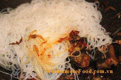 fried-cassava-vermicelli-with-eel-recipe-mien-xao-luon
