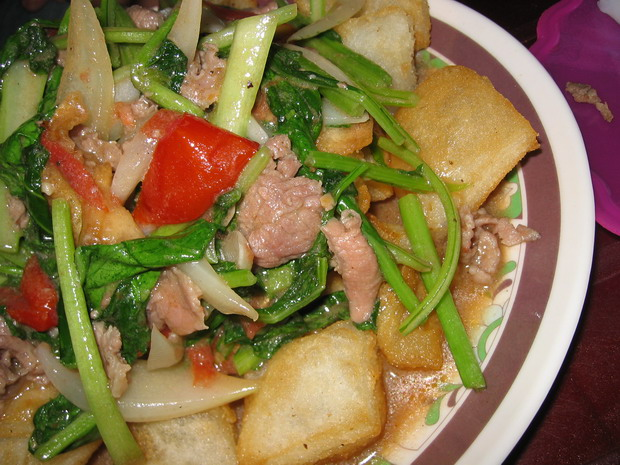 fried-pho-noodle-pho-chien-phong