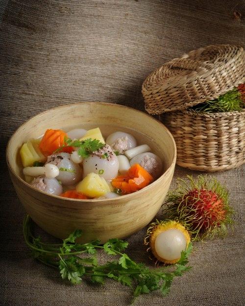 ezvietnamesecuisine.com/stuffing-rambutan-with-grinded-meat-soup-recipe