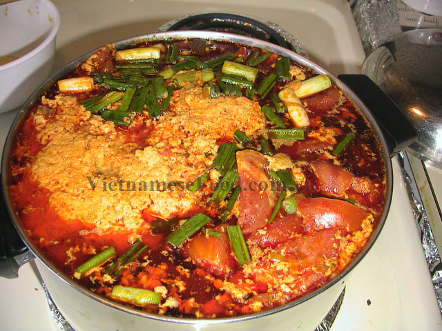 ezvietnamesecuisine.com/paddy-crab-paste-vermicelli-soup-recipe-bun-rieu-cua