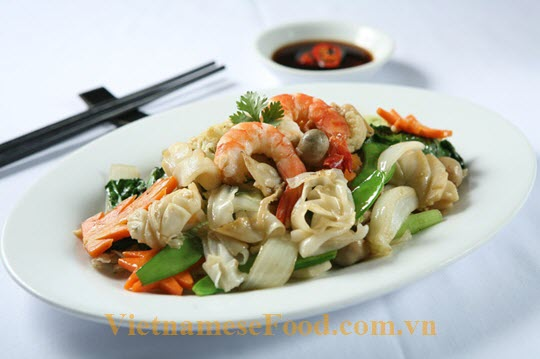ezvietnamesecuisine.com/deep-fried-seafood-pork-and-beef-with-noodle-recipe-hu-tieu-xao