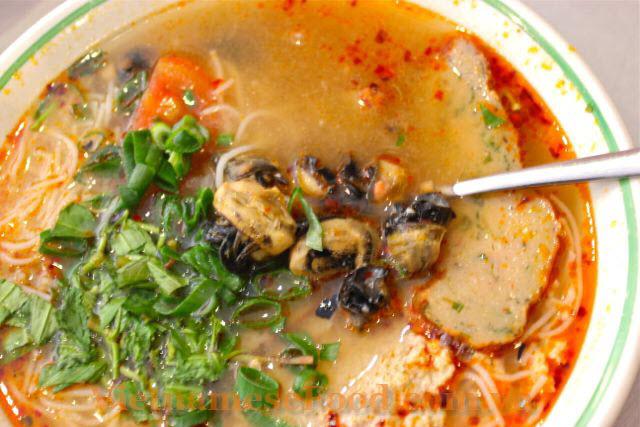 ezvietnamesecuisine.com/snail-vermicelli-soup-recipe-bun-oc