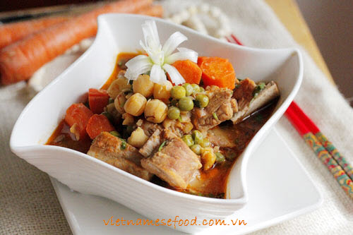 stewed-pork-chop-with-green-bean-recipe-suon-non-ham-dau-ha-lan