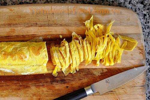 ezvietnamesecuisine.com/jicama-fresh-rolls-recipe-bo-bia
