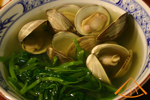 ezvietnamesecuisine.com/vietnamese-spinach-soup-with-basil-clams